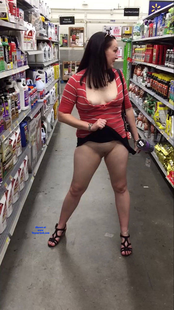 Walmart pussy flash pictures